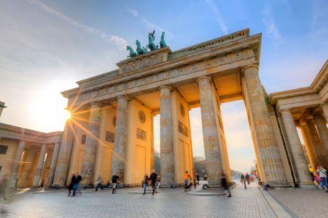O Portão de Brandenburgo é um dos principais pontos turísticos do centro de Berlim S. Borisov / Shutterstock