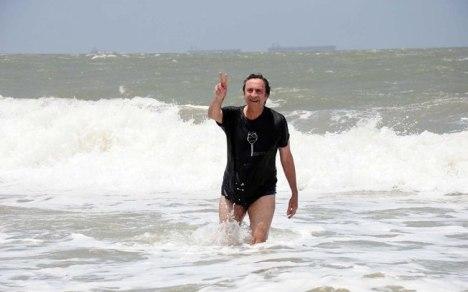 Secretário de Saúde do Maranhão, Ricardo Murad, cunhado de Roseana Sarney, fez campanha incentivando banhistas a frequentar praias de São Luís